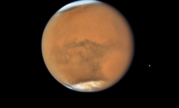 Forget the Blood Moon, the Red Planet is waiting for you tonight