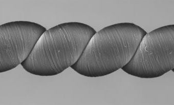 This yarn makes its own electricity