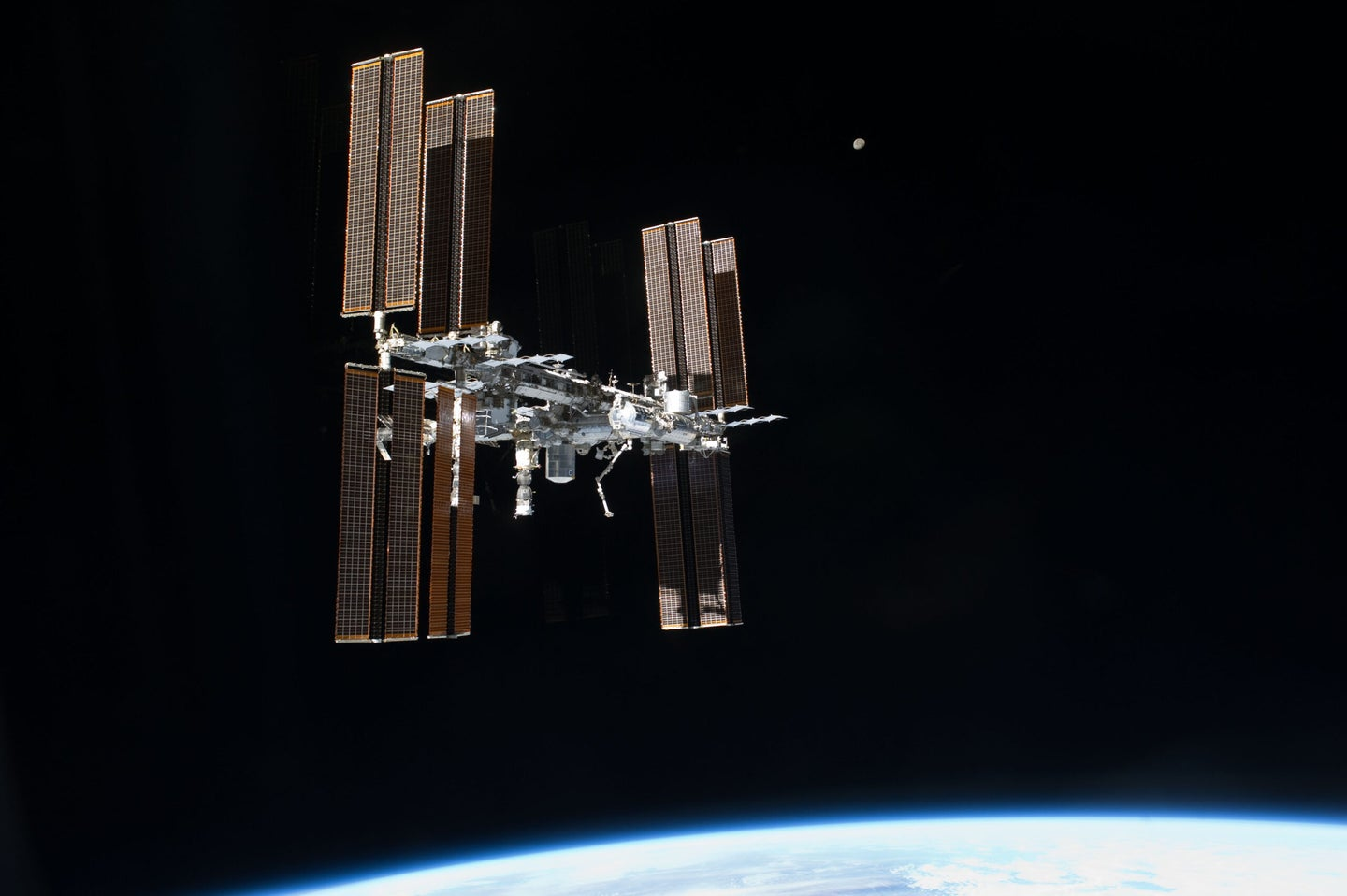 iss view from atlantis space shuttle