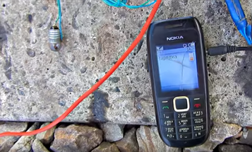 Yes, it's possible to charge a phone using train tracks