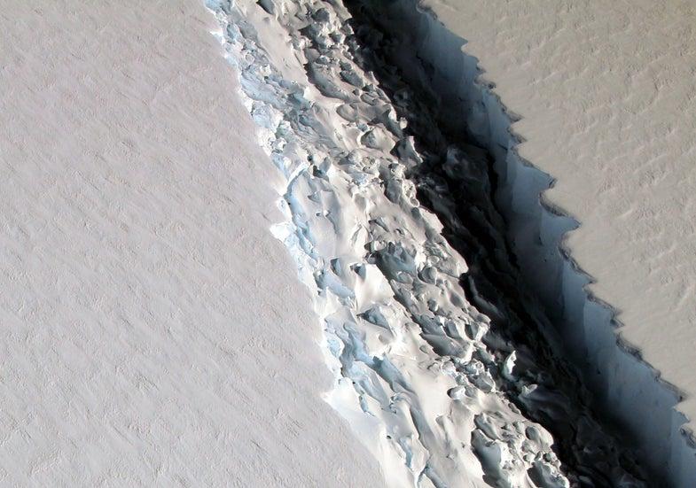 Giant crack in Antarctic ice