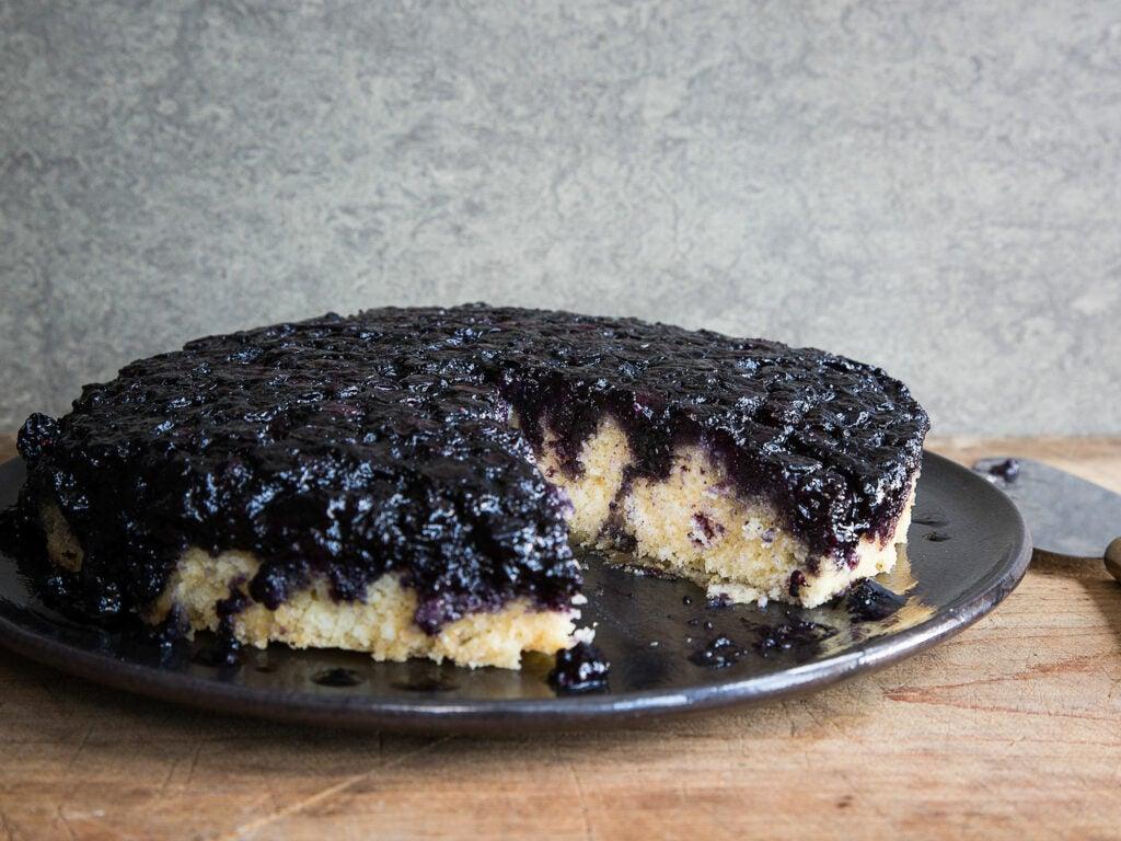 httpswww.saveur.comsitessaveur.comfilesblueberry_upside-down_cake_2000x1500.jpg