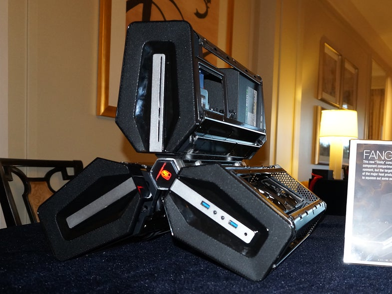 CES 2015: CyberPowerPC's Fang Trinity Gaming PC Is Pure Sci-Fi Eye Candy