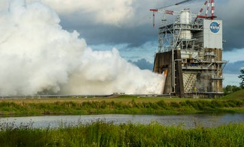 Watch NASA's Steamy Test Of Its Giant Rocket Engine
