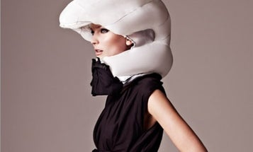 Video: This Ridiculous Inflatable European Bike Helmet Could Save Your Life — and Your Hairdo