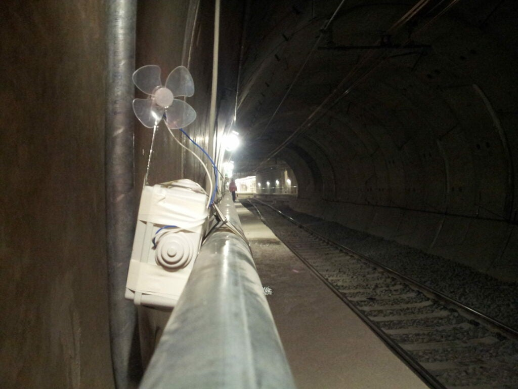 """Tunnel"