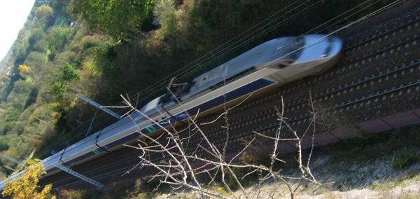Man Flushes Arm on Bullet Train