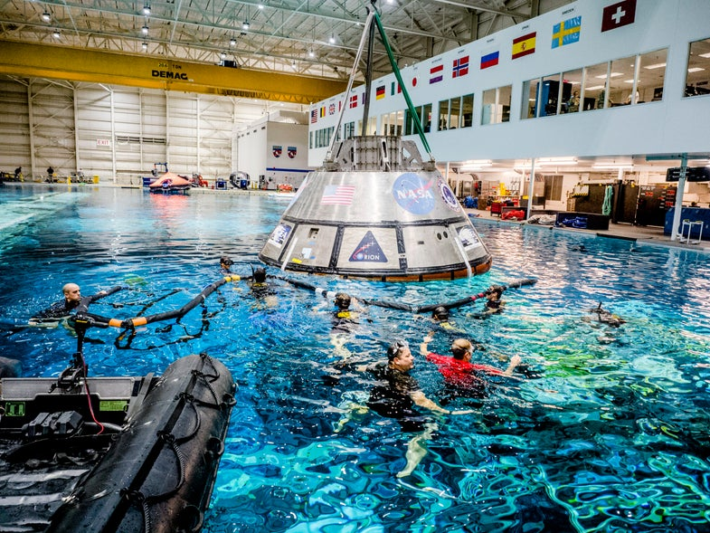 orion spacecraft rescue practice in a pool