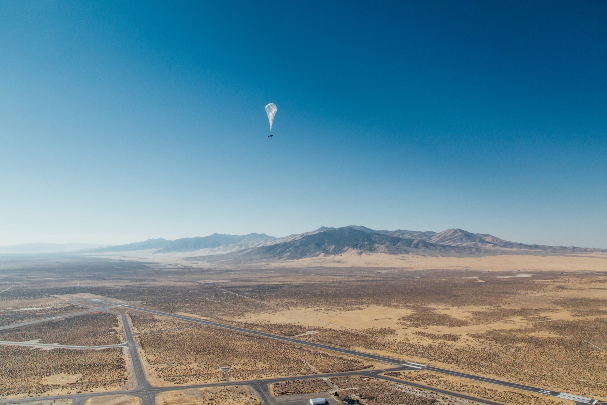 Sending wireless data 372 miles between two balloons takes really good aim