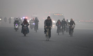 Beijing Finally Goes On High Alert As Heavy Smog Continues To Plague City