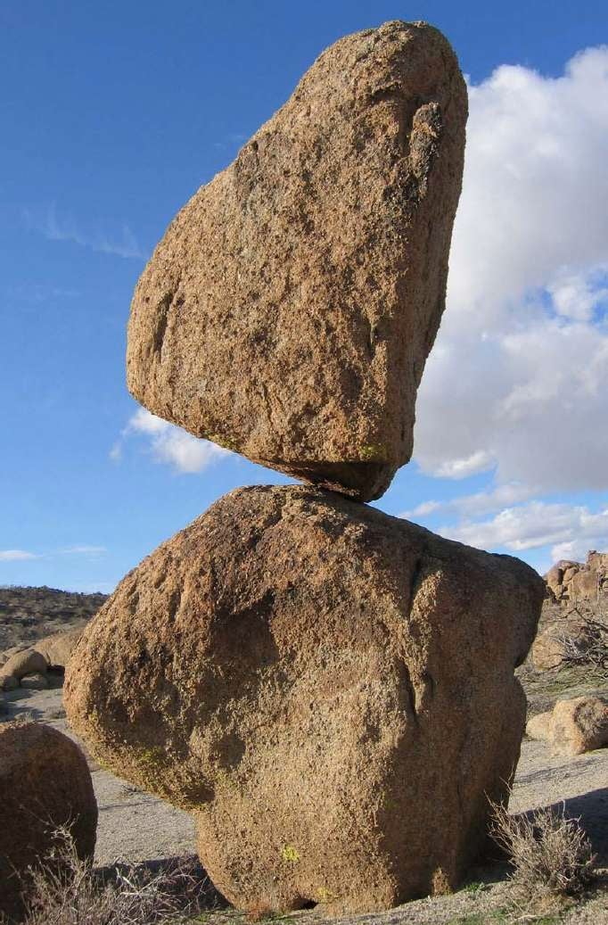 How does this formation survive earthquakes?