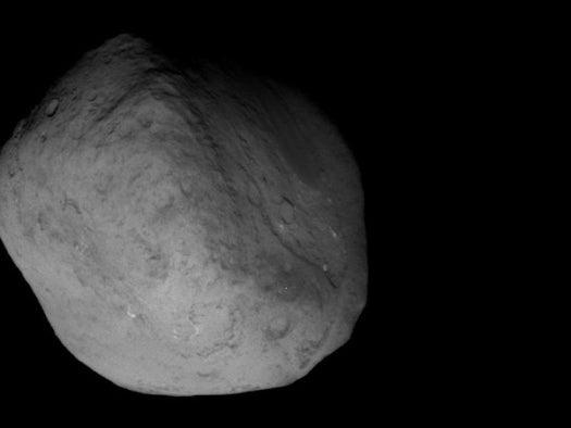 Stardust Mission's Close-Up Shots of Tempel 1 Depict a Comet in Flux