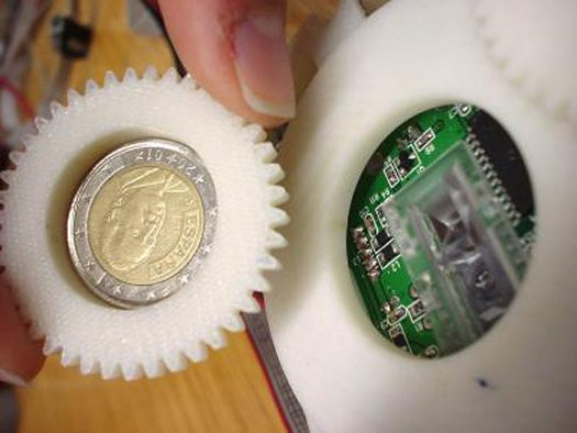 Spanish Scientists Mod Optical Mouse Into Counterfeit Coin Detector