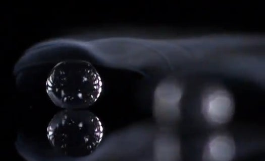 Amazing Video: A Water Droplet Skitters In A Super-Hot Pan at 3,000fps