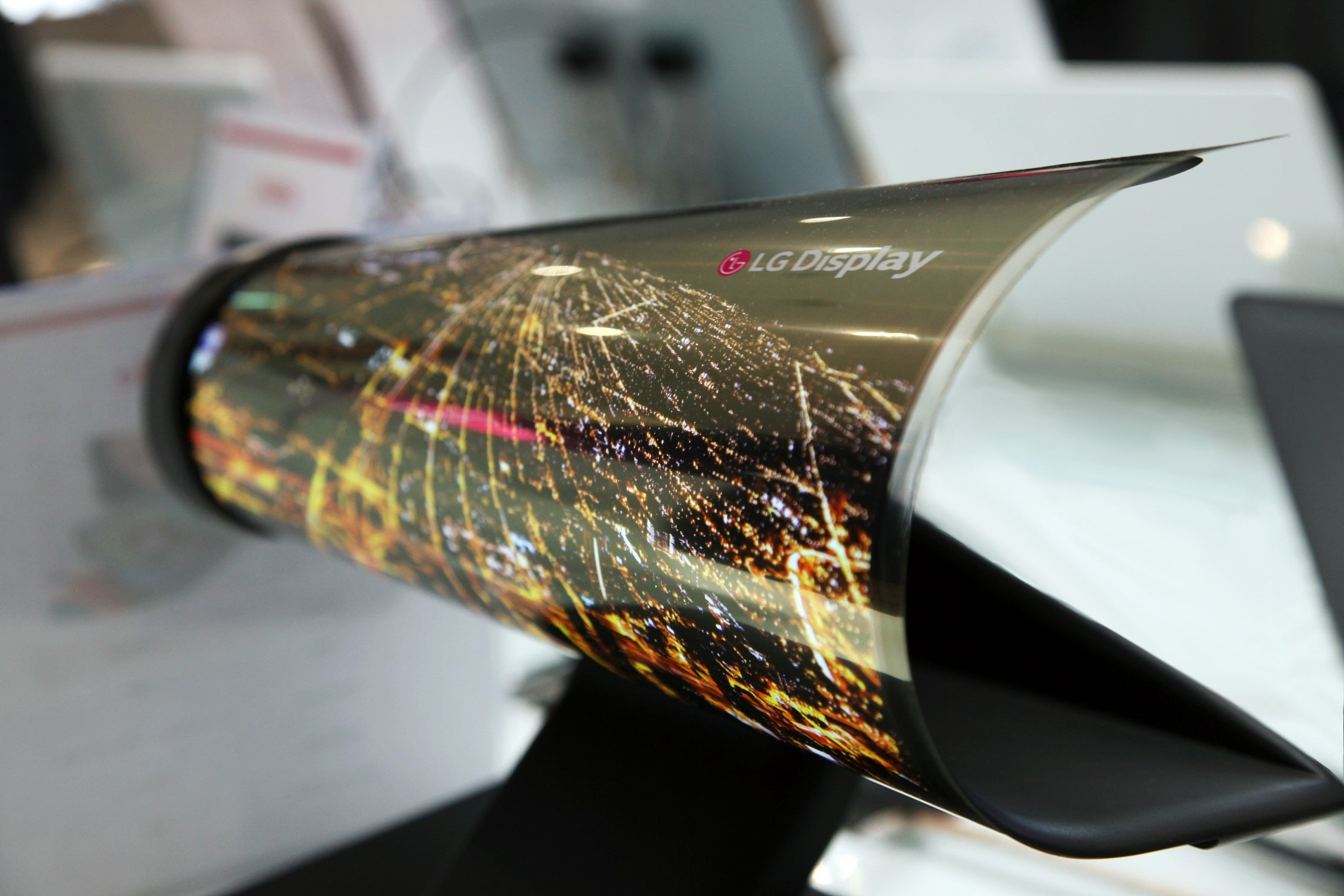 LG Taunts The World With Rollable Displays