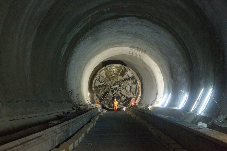 Tunneling Machine