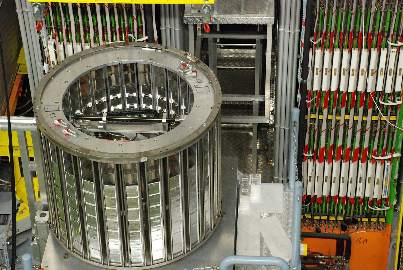 Physicists Say Speed-of-Light-Breaking Neutrinos Would've Lost Their Energy Along the Way
