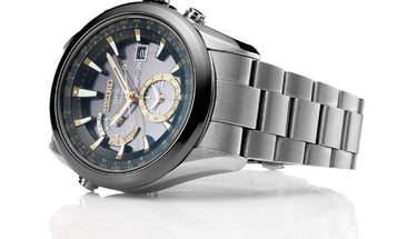 The First Watch That Automatically Can Set Itself Anywhere