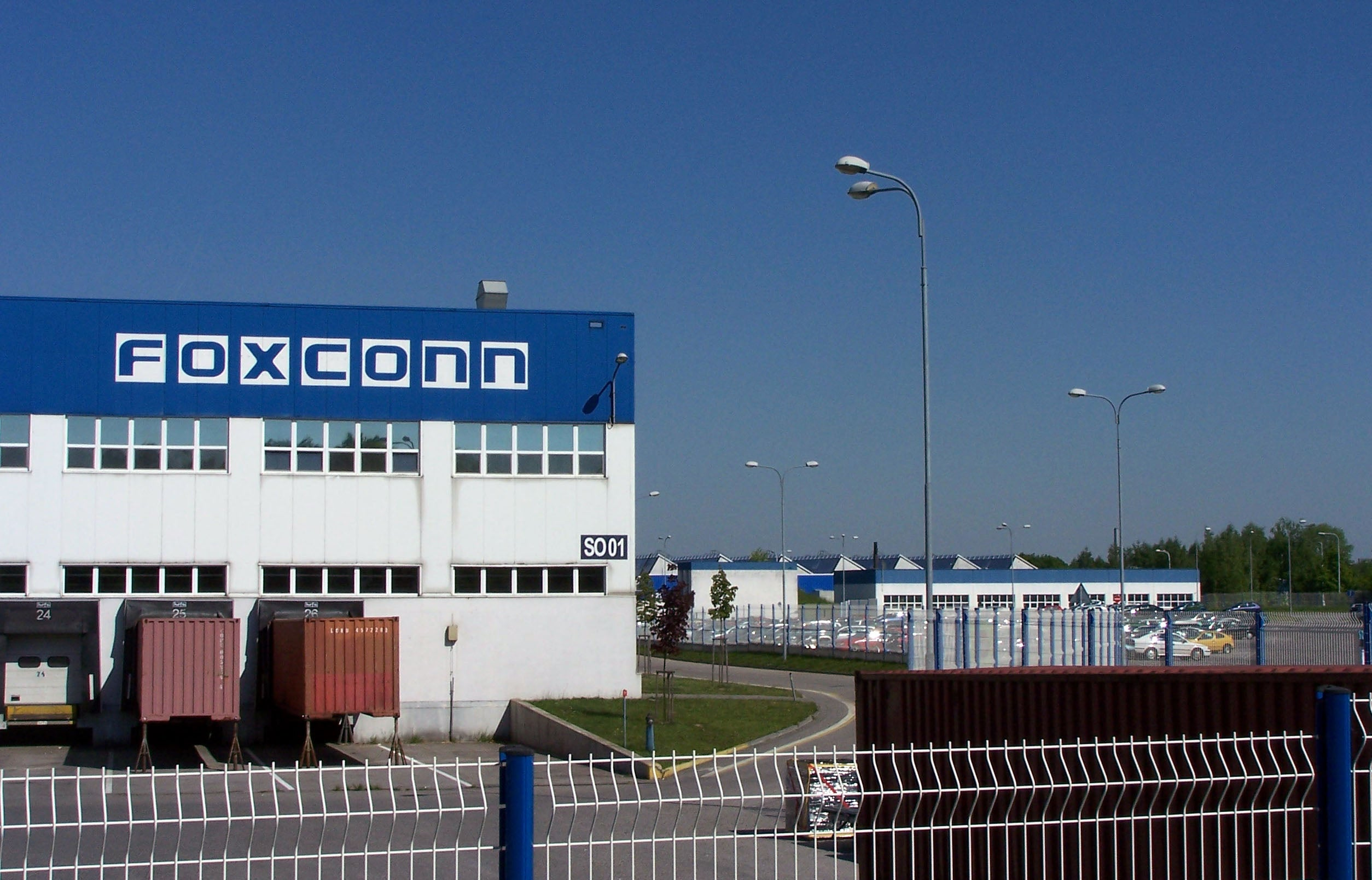 Foxconn Plans to Replace Its Gadget-Building Unhappy Human Workforce With 1 Million Robots