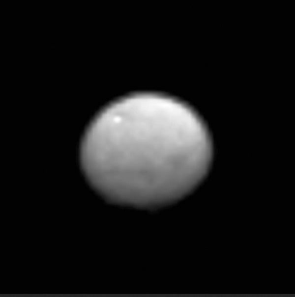 Dawn Spies New Features On Ceres