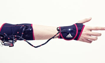"""Haptic """"Ghost"""" Armband Teaches Your Muscles To Behave Like Athletes' Muscles"""