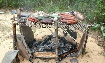 How to grill meat over an open fire