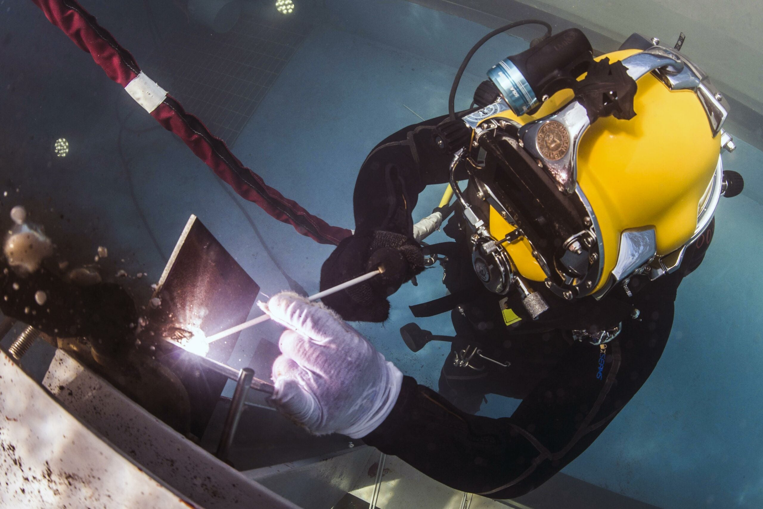 How to become a Navy master diver