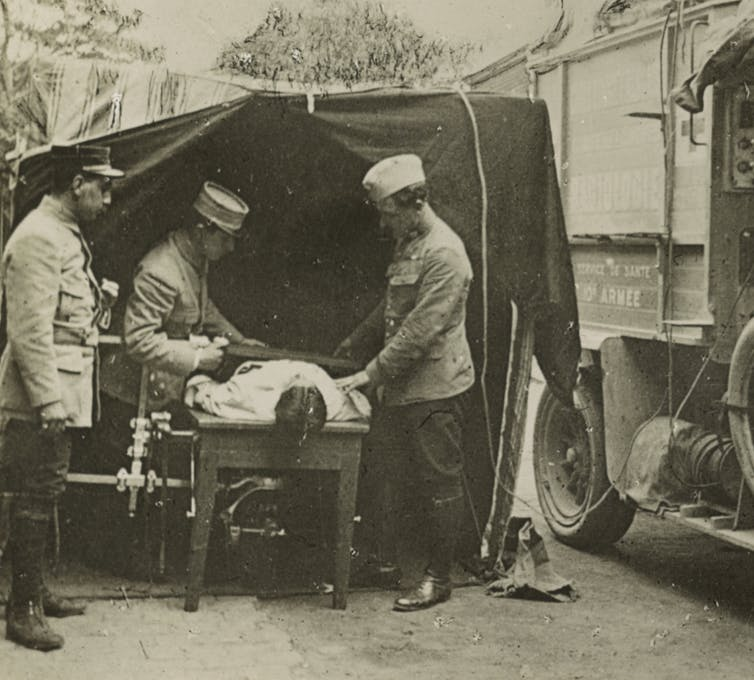 army medics using mobile x-ray