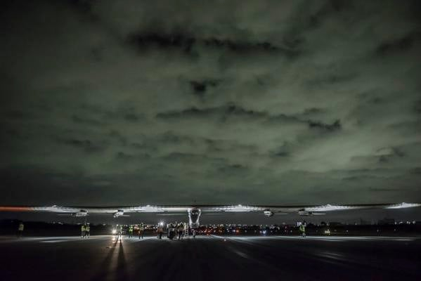 Solar Plane Passes Point Of No Return Over The Pacific