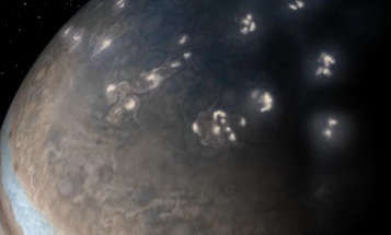 In a shocking turn of events, lightning strikes on Jupiter look a lot like our own