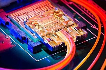 Intel's New Light Peak Cable Transfers 10 Gb/S, Puts USB To Shame