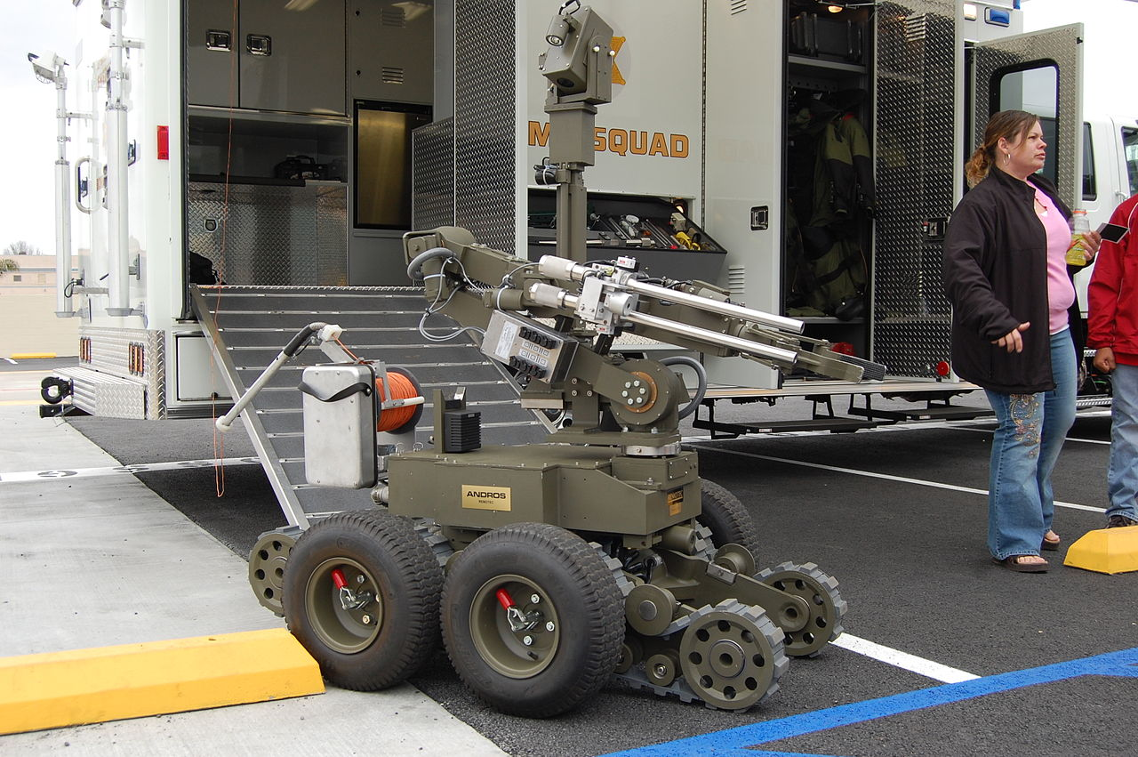 Los Angeles County Sheriff's Robot Grabs Gun From Suspect
