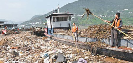Islands of Garbage, Washed In By Rain, Threaten to Overrun China's Three Gorges Dam