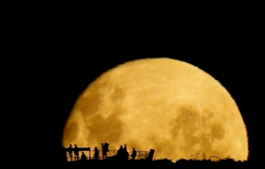 Just Relax For A Minute And Watch This Incredible Moonrise [Video]