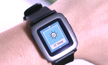 Pebble's New Color E-Paper Smartwatch Gets Funded In Minutes