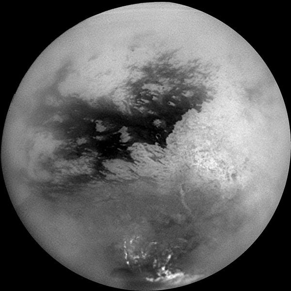 Judging By Its Funny Orbit, The Moon Titan May Have a Massive Ocean