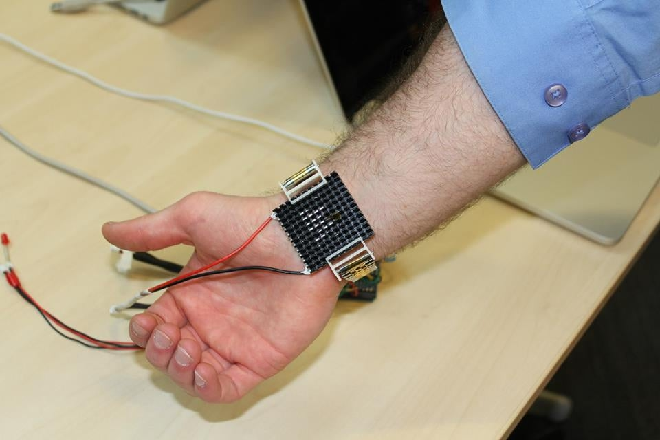 Thermal Wristband Keeps Your Body At The Perfect Temperature