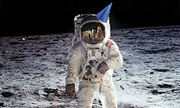 FYI: Would a Helium-Filled Balloon Float on the Moon?