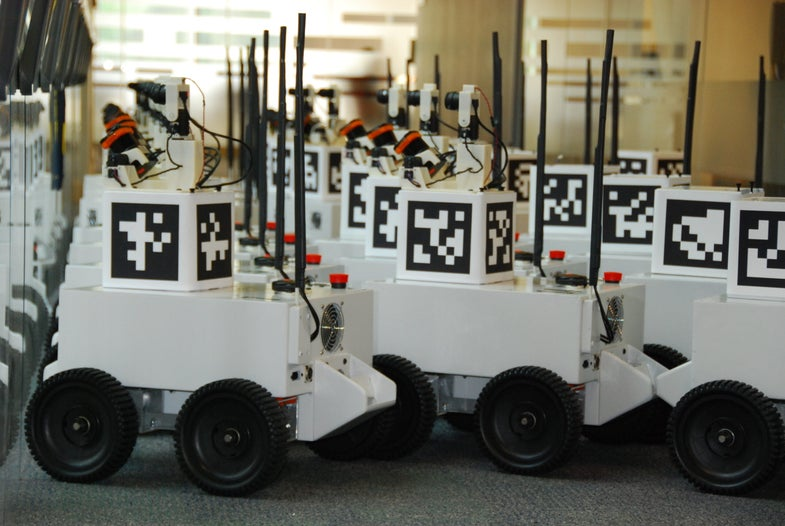 Collaborative Algorithm Lets Autonomous Robots Team Up And Learn From Each Other