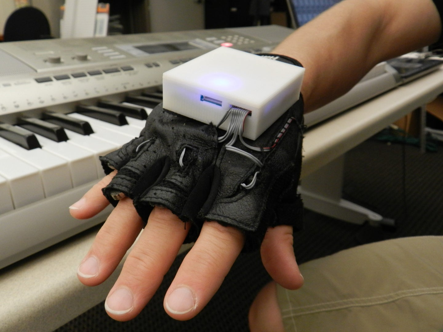 Haptic Glove Gives You Force-Feedback Piano Lessons