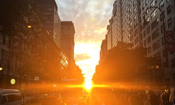 New Yorkers Crowd Busy Streets To Watch The Sunset