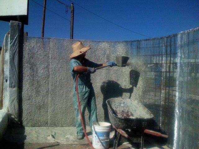 Tirolessa Sprayer being used on curvy fence
