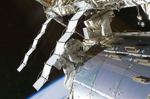 Earth Bacteria Survive a 553-Day Space Exposure on the Exterior of the ISS