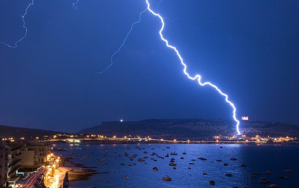 Lasers Can Be Used to Steer Lightning In Mid-Strike