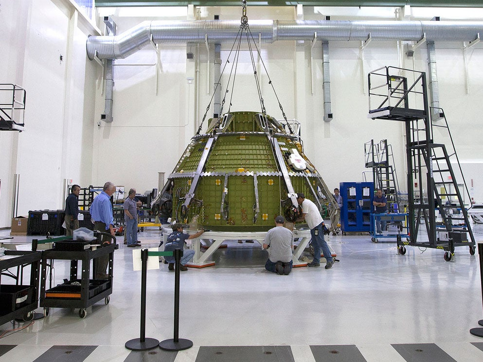 NASA's Orion Spacecraft Doesn't Crack Under Pressure