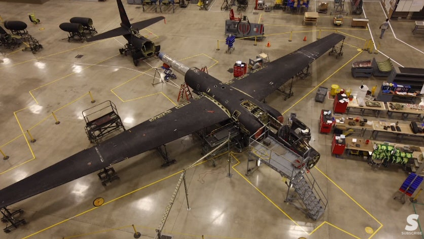 Watch Technicians Take Apart And Rebuild A U-2 Spy Plane