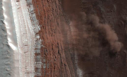 First-Ever Photos of Avalanches on Mars