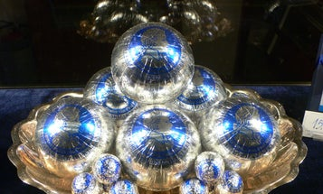 Here's how to wrap a spherical gift, according to scientists