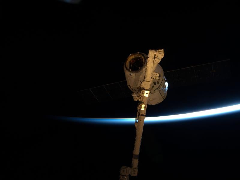 Watch It Live: SpaceX's Dragon Capsule Splashes Back Down on Earth This Morning