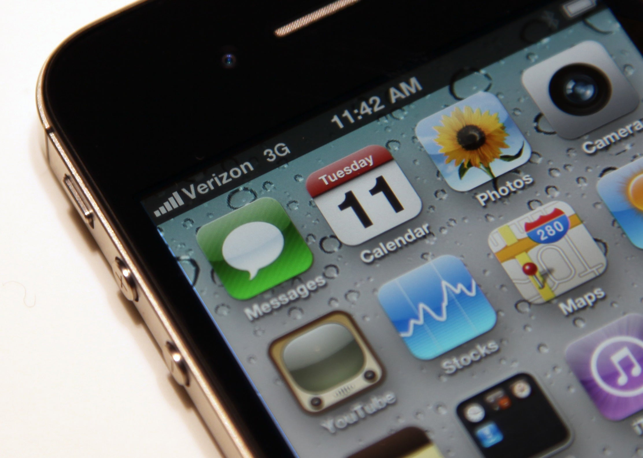 Hands On With Verizon's iPhone 4: Same Phone, Different Network